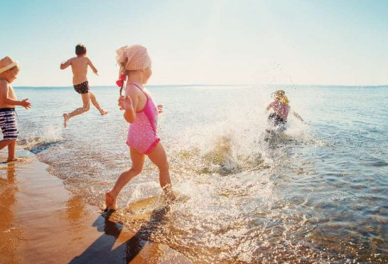 Jindee-vision-kids-playing-indian-ocean